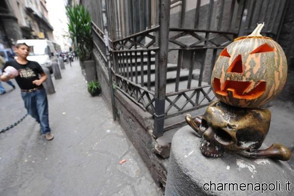 Halloween Napoli.Trick Or Treat Also Speaks Neapolitan Halloween Charme