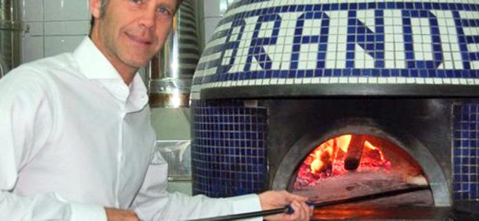 Emanuele Filiberto di Savoia da Brandi per il compleanno 128 della pizza Margherita