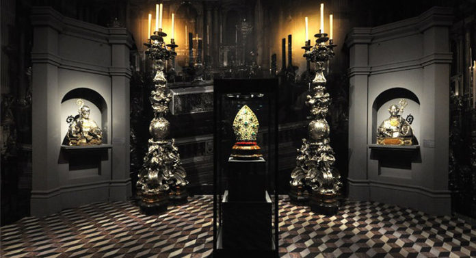 Interno sale del Museo del Tesoro di San Gennaro