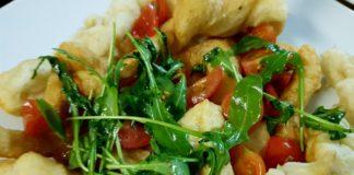 scugnizzi fritti pomodorini e rucola